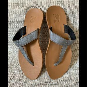 Sorel Lake Slide 6.5 thong sandal gray leather